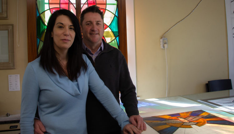 04-stainedglass-couple