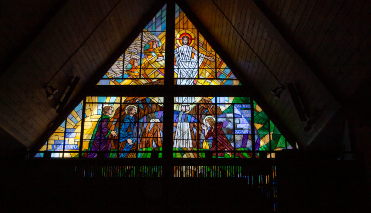 04-stainedglass-resurrection